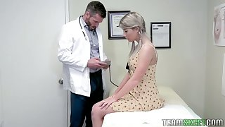 Pretty hottie Vienna Rose is fucked by inviting young gynecologist