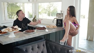 Hardcore revivalist fuck in the kitchen with housewife Lela Star