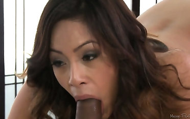 Sexy Asian slut sucking a elephantine black dong in a massage parlor