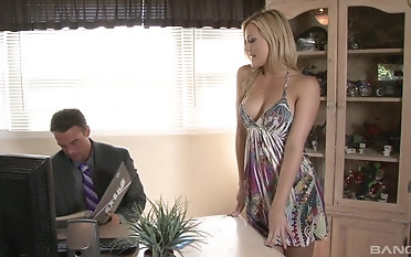 Sexy Alexis Texas knows how to ride a big load of dick properly