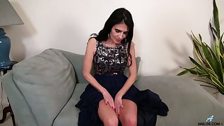 Down in the mouth mature woman Theresa Soza is masturbating her untidy insatiable slit