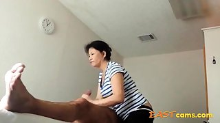 Asian Massage Front room Old Asian Lassie Makes Client Ejaculate