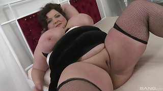 Long and hard dick dissapears in BBW brunette's stained pussy and mouth