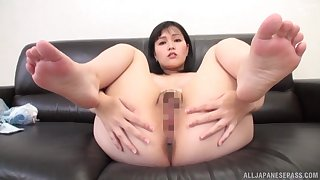 Young Japanese reveals pussy and ass for a good POV