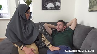 Muslim babe Sofia wants his bulky cock
