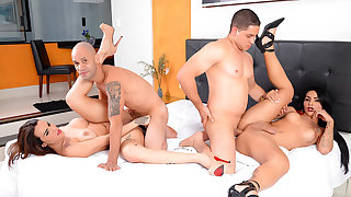 Wild Bareback Foursome with Unthinking Shemales Melyna Merli and Nicolly Pantoja
