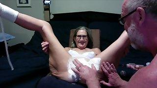 Arousing GILF amateur porn video