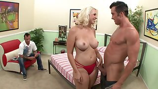 Cuckold hubby loves adhering fit together Lexi Ward have lovemaking with a starnger