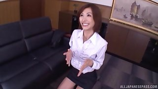 Asian amateur Akari Asahina drops on her knees to give a BJ
