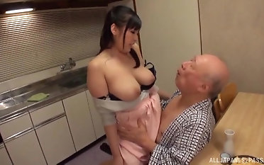 Honcho Nonami Shizuka pleases an old guy by playing with his dick