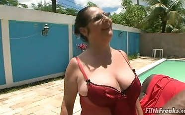 Granny Renata craves with respect to tone a baneful dick up her gaping pussy